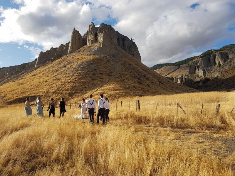 wedding party near hills and hoodoos of Kamloops